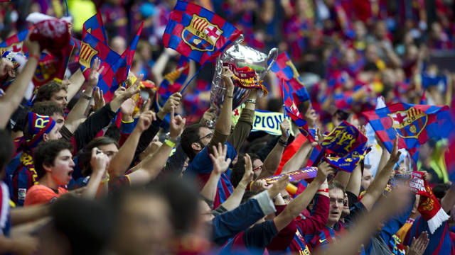Picture of the FC Barcelona fans singing together