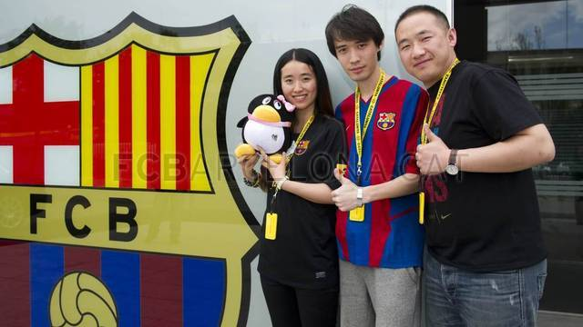 The Catalan dream of three Chinese fans / FOTO: ÀLEX CAPARRÓS - FCB