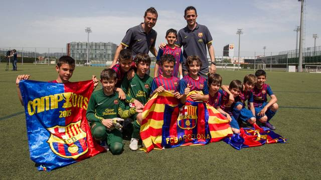 The youth players celebrating the league title / Germán Parga - FCB