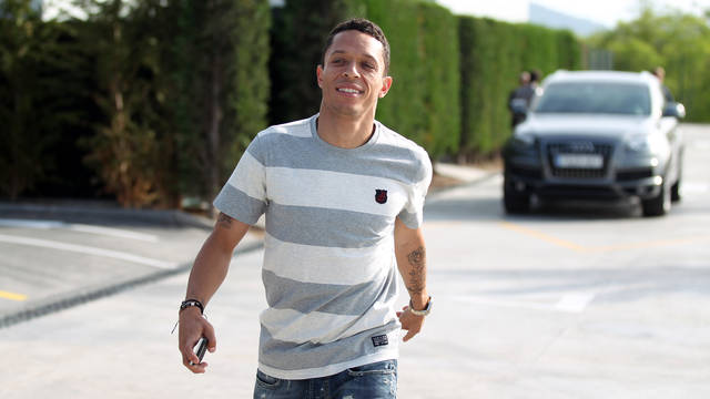 Adriano on his way to the press room / PHOTO: MIGUEL RUIZ - FCB