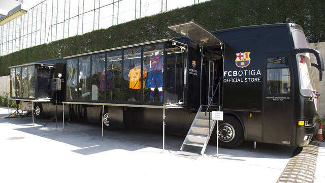 The FCBotiga Mobile Bus at the Ciutat Esportiva / PHOTO: ÀLEX CAPARRÓS - FCB