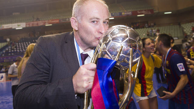 Marc Carmona with the Liga trophy / PHOTO: LEX CAPARRS - FCB