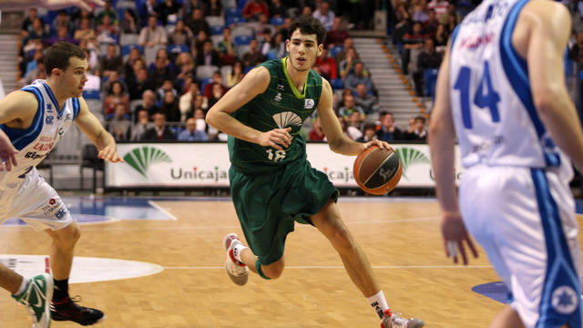 Abrines playing against Lagun Aro as an Unicaja player / PHOTO: Unicaja Baloncesto