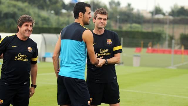 Sergio Busquets greets Tito Vilanova / PHOTO: MIGUEL RUIZ - FCB