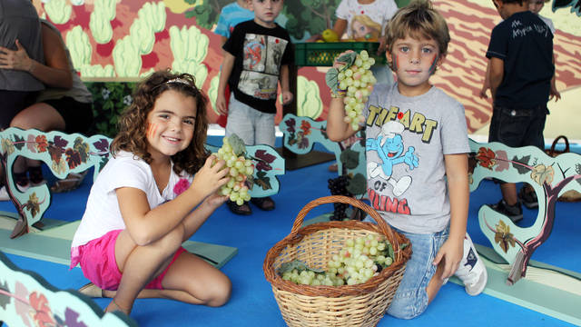 Dos nens en un dels tallers d'alimentació saludable de Som el que mengem