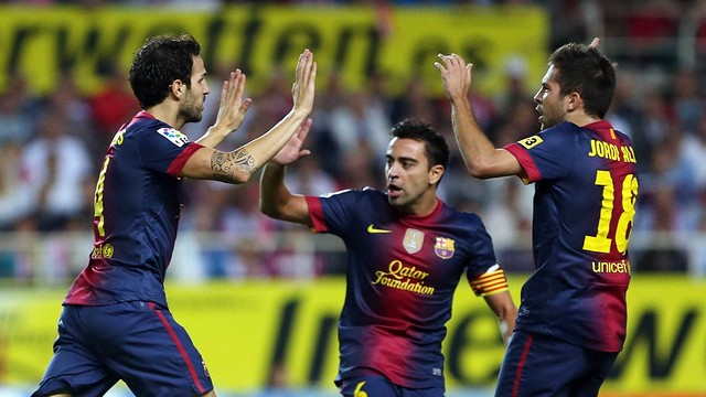 Cesc, Xavi and Alba in the game against Sevilla / PHOTO: MIGUEL RUIZ - FCB