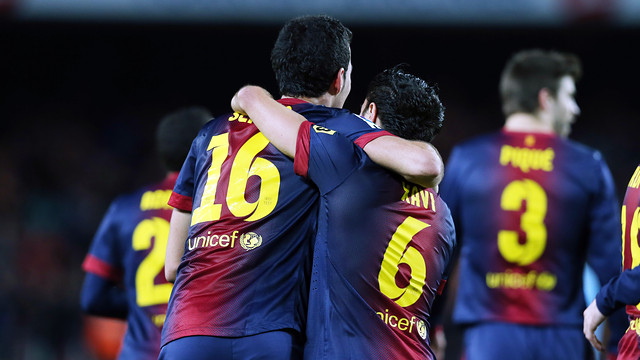 Busquets and Xavi celebrate the 2-1 over Atlético Madrid / PHOTO: MIGUEL RUIZ-FCB