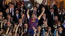 Xavi aixeca la Copa del Rei / FOTO: ARXIU FCB