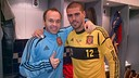 Iniesta and Valds after the match in Qatar. PHOTO: Twitter @1victorvaldes 