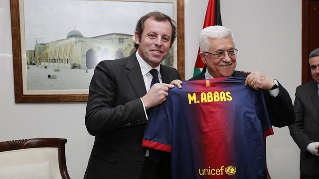 Sandro Rosell, with Mahmud Abbas / FOTO: DANIEL BAR ON-FCB