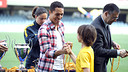 Adriano with the participants in the 2nd FCBEscola International Tournament  FOTO: MIGUEL RUIZ - FCB