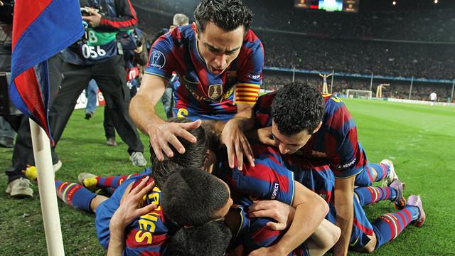 El equipo celebra el 4-1 contra el Arsenal, en la temporada 2009-2010 / FOTO: MIGUEL RUIZ-FCB