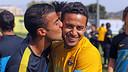 Rafinha congratulates his brother Thiago on his birthday / PHOTO: MIGUEL RUIZ – FCB