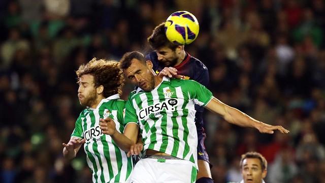 Piqué playing at Betis. PHOTO: MIGUEL RUIZ-FCB