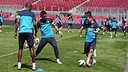 Messi, Oier i Abidal, durant l'entrenament d'aquest diumenge / FOTO: MIGUEL RUIZ-FCB