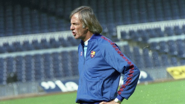 Photo of César Luis Menotti during a training session