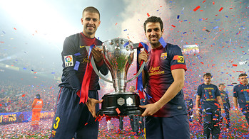 Piqu i Cesc, amb el ttol de Lliga / FOTO: MIGUEL RUIZ - FCB