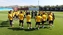Els jugadors escolten les instruccions de Tito Vilanova / FOTO: MIGUEL RUIZ - FCB