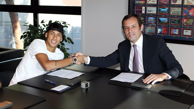 Neymar and President Rosell / PHOTO: MIGUEL RUIZ - FCB