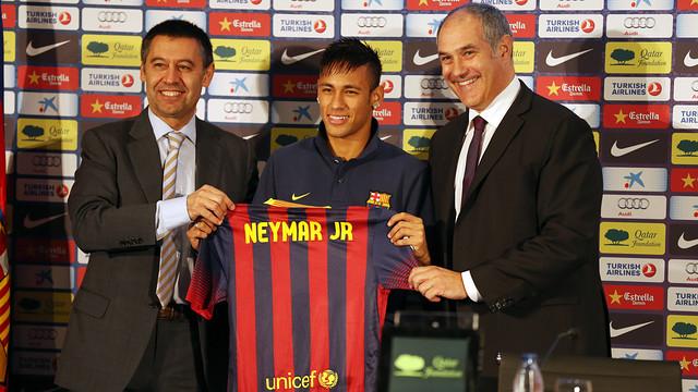 Josep Maria Bartomeu, Neymar and Andoni Zubizarreta / PHOTO: MIGUEL RUIZ - FCB