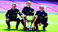 Altimira, Vilanova and Roura, with the trophy in the Camp Nou / PHOTO: MIGUEL RUIZ-FCB
