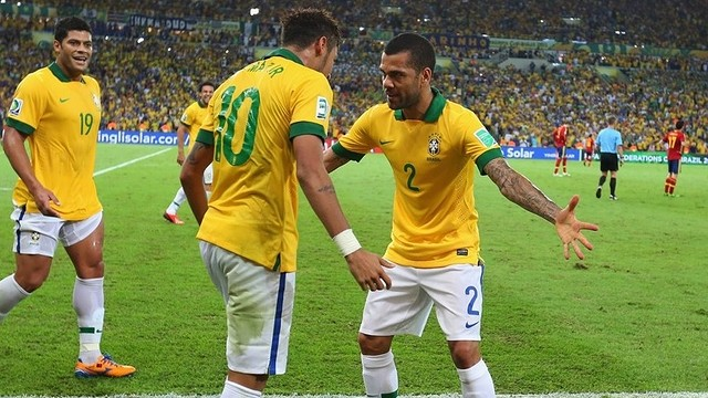 Neymar and Alves/ PHOTO: www.fifa.com