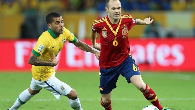 Alves and Iniesta / PHOTO: FIFA.COM