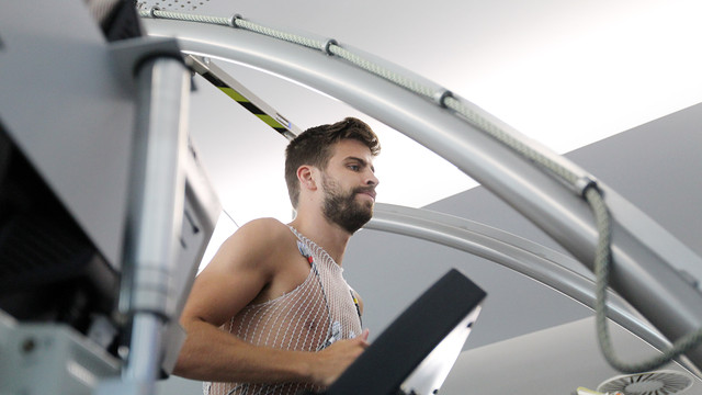 Gerard Piqué undergoing last season's medical. PHOTO: MIGUEL RUIZ-FCB