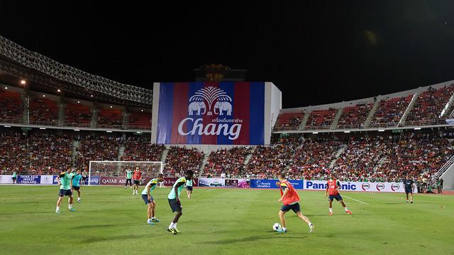 15,000 followed this evening's training session in Bangkok / PHOTO: MIGUEL RUIZ - FCB