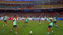 Barça train in Kuala Lumpur this Friday evening / PHOTO: MIGUEL RUIZ - FCB