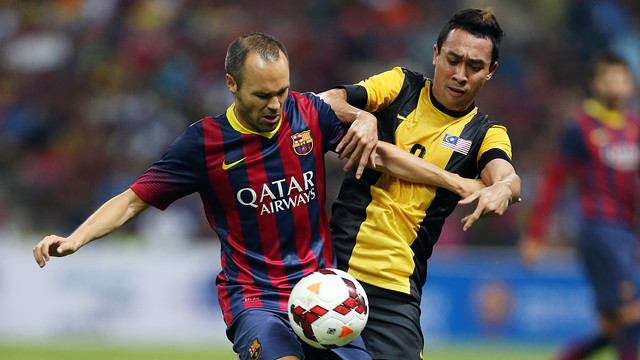 Iniesta during the match against the Malaysia XI / PHOTO: MIGUEL RUIZ - FCB
