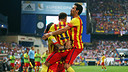 Alves and Busquets celebrate with Neymar, scorer of FCB's goal at the Vicente Calderón. / PHOTO: MIGUEL RUIZ - FCB