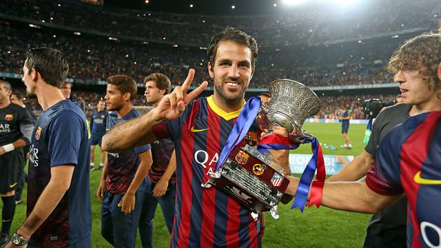 Cesc with the Spanish Super Cup / PHOTO: MIGUEL RUIZ-FCB