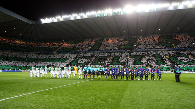 The teams line up ahead of last year's game at Celtic Park / PHOTO: MIGUEL RUIZ - FCB