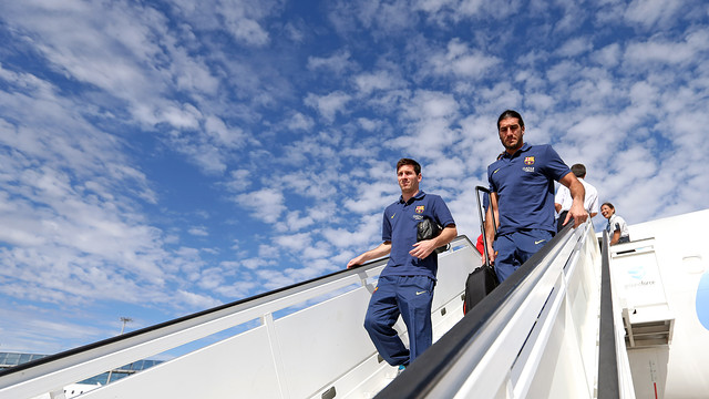 Messi and Pinto getting off the plane / PHOTO: ARXIU FCB