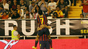 Pedro celebra un gol amb Cesc / FOTO: MIGUEL RUIZ-FCB
