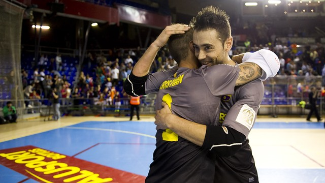 Cristian Domínguez and Paco Sedano hugging each other