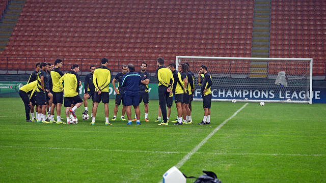The team at the San Siro / PHOTO: MIGUEL RUIZ - FCB
