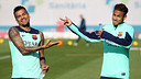Alves and Messi this Thursday at the Ciutat Esportiva. PHOTO: MIGUEL RUIZ-FCB.