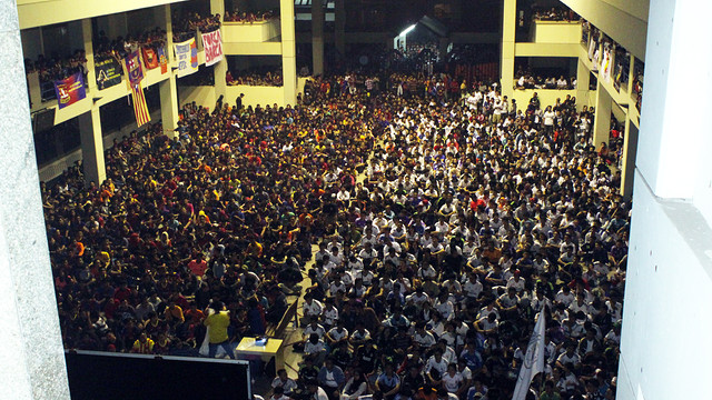 Fans in Indonesia watch the Clásico