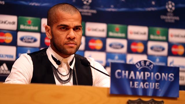 Dani Alves during the press conference. PHOTO: MIGUEL RUIZ-FCB.