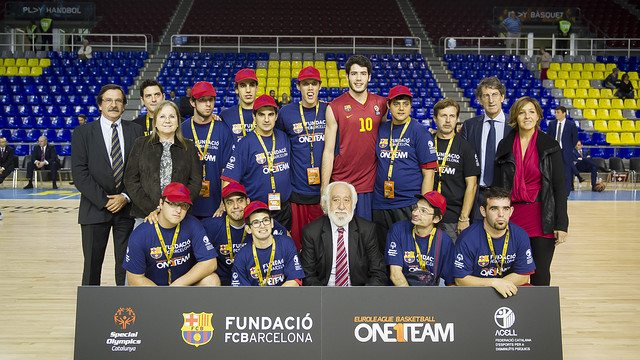 The foundation patrons, Abrines and the beneficiaries of the project