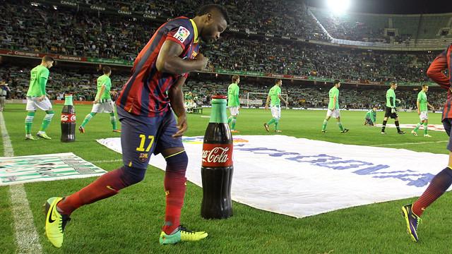 Song before the start of Betis v Barça. PHOTO: MIGUEL RUIZ - FCB