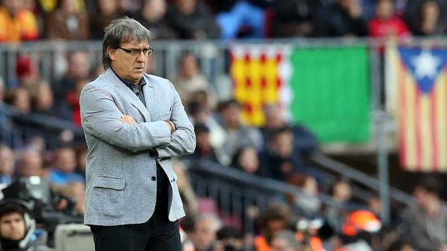 Tata Martino, atent a una acció del partit / FOTO: MIGUEL RUIZ - FCB