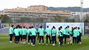 Players all together as a group before training. PHOTO: MIGUEL RUIZ - FCB