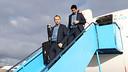 Andrés Iniesta i Oier Olazábal, a l'arribada del Barça a Amsterdam / FOTO: MIGUEL RUIZ - FCB