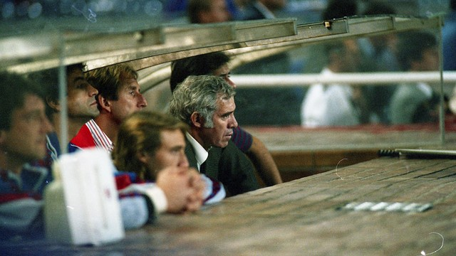 Luis Aragonés, on the Camp Nou bench with Carles Rexach