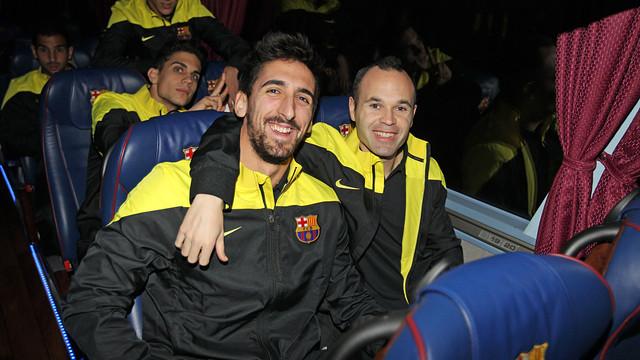 Iniesta i Oier, dins l'autocar / FOTO: MIGUEL RUIZ - FCB
