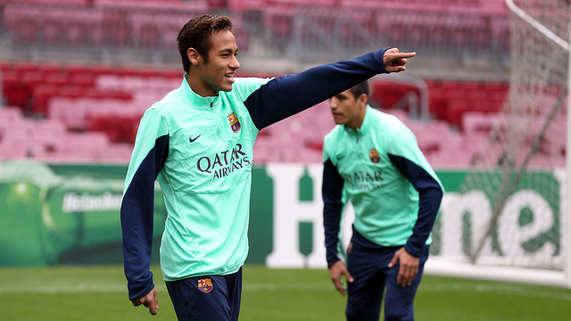 Neymar smiling with a raised hand in training at the Camp Nou
