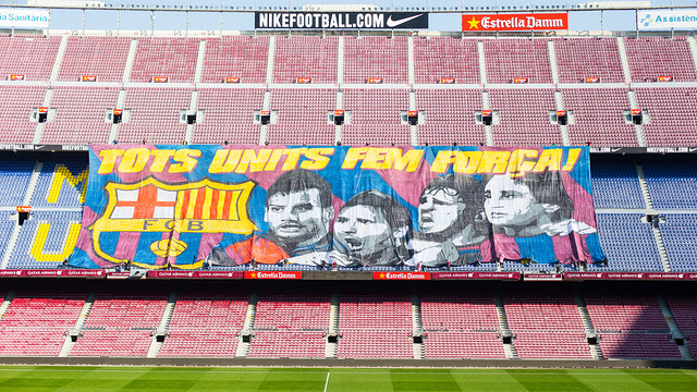 The banner on the terraces with the words, in Catalan, together we are stronger